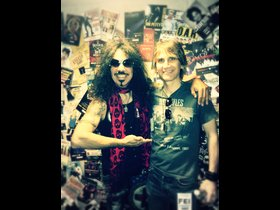 Frankie(Quiet Riot) is an outstanding musician and a great guy!